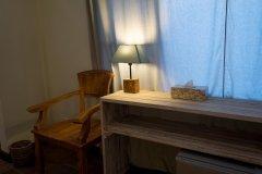 Письменный стол в номере Стандарт