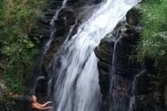 Водопад внутри острова