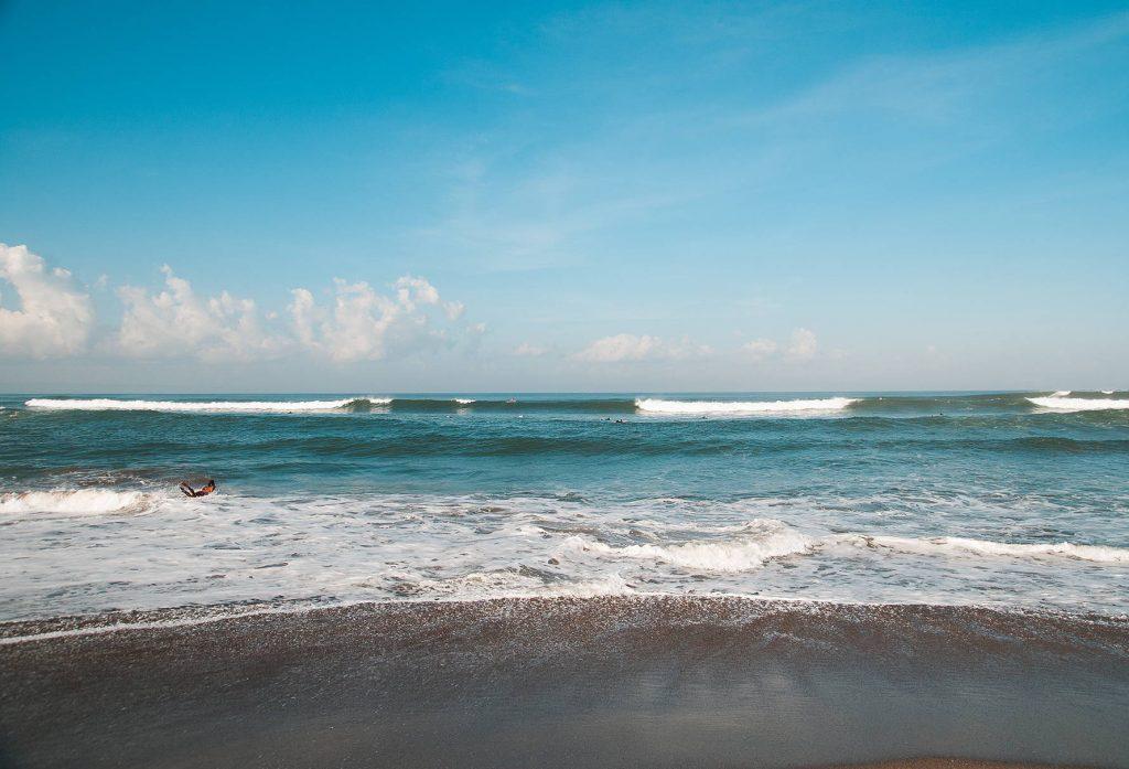 Сёрфинг в октябре - куда поехать за лучшей волной?